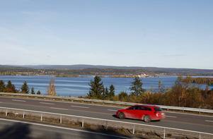 Från Timrå reser närmare femtusen förvärvsarbetande varje dag och den siffran gör att kommunen är klart mest pendlingstätast i länet.