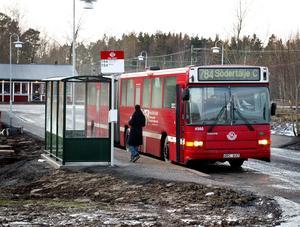 I dag stannar inga tåg i Hölö. Kollektivresenärer får hålla till godo med buss.