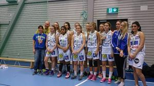 Jämtlands silverlag med ledarna Krister och Åsa Blomgren.   Foto: Sylvia Axelsson