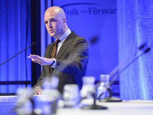 Fredrik Reinfeldt målar en ljus bild av det svenska försvaret på konferensen Folk och Försvar, men det är få som håller med.
