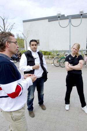 VUXNA PÅ PLATS. Bo Egebrand, rektor för Bomhus skolenhet, föreläsaren Tommy Deogan och Victoria Angerbjörn, fältassistent vid socialtjänsten, var nöjda med dagen.