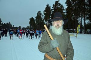 Gustav Vasa alias Nisse Nyström, Mora, är redo för att starta igång Postskidan anno 2017 där omkring 240 post-anställda kom till start.
