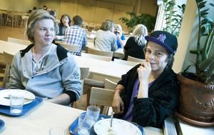 Mer kött, sås och potatis önskar Max Peres och David Larsson på menyn.– Hoppas det blir bättre mat i höst, just nu är det mest kebaben som smakar bra, säger David Larsson som går i åttan på Svärdsjöskolan.