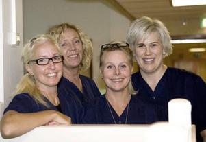 """ÖPPET IGEN. Fyra sjuksköterskor från gamla GBC har nu börjat jobba på efterföljaren Gävle beroendemottagning, Anna Rydbäck, Ewa Forss, Mia Samuelsson och Maria Klaar.  I måndags var första dagen med öppen mottagning. """"Ofta är patienterna väldigt lättade och positiva när de väl kommer hit"""", säger Ewa Forss."""