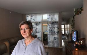 Karin Hellqvist valde en trerumslägenhet på Hamre gård. Häromdagen flyttade hon in till 90 alldeles nya kvadratmeter.
