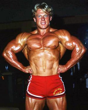 Andreas Cahling i röda shorts 1980, året då han vann titeln Mr. International.