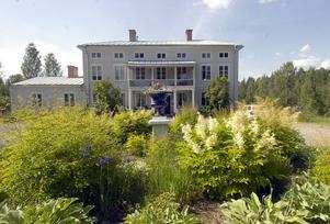 Svabensverks herrgård som byggdes 1796 är en vacker byggnad gjord i trä.