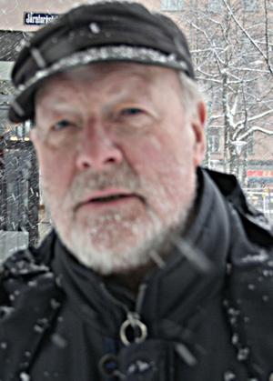 Lars Göran Ghobe, 74 år1. Jag tycker inte om der alls. Vi har haft vinter alldeles för länge nu, den har hållit i sig i flera månader.2. Jag vill ha vår nu.3. Som du(syftar på reportern) Alltså rejäl vinterjacka, handskar och mössa.