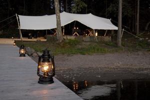 Middagstid vid Island Lodge i Stockholms skärgård.