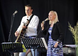 Hemmasonen Johan Eriksson uppträdde tillsammans med Emma Nordin