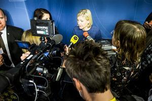 Fria, oberoende och många medier med olika röster är en förutsättning för demokratin. Här är det finansminister Magdalena Andersson (S) som presenterar vårbudgeten inför ett stort medieuppbåd.