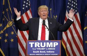Donald Trump är nu i praktiken klar som Republikanernas presidentkandidat sedan motståndarna dragit sig ur.