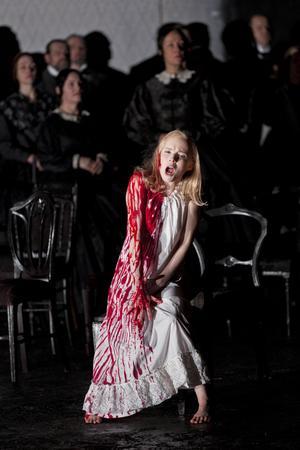 Kerstin Avemo i Göteborgsoperans uppsättning 2011 av Lucia di Lammermoor.