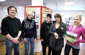 Thomas Frejd, Helge Henriksson, Maritha Viio, Sofie Andersson och Tova Sihlberg har bidragit till boken och utställningen. På bilden saknas Ann Frelin.