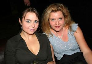 Blue Moon Bar. Linda och Katarina