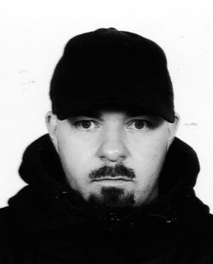 Johan Jönson nomineras för sin 800-sidiga diktsamling om låglönearbete.