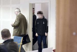 Arkivbild: Den misstänkte mannen i rättssalen 2012 tillsammans med hans advokat då, Bengt Hennel.