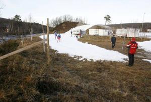 Det polska längdlandslaget tog chansen att testa skidorna på en 70 meter lång sträcka med konstgjord snö.