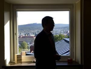 – Hade vi likt den borgerliga koalitionen förlorat en budgetomröstning hade vi avgått direkt, säger Peder Björk.