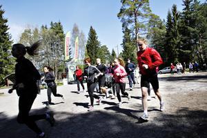 I samlad tropp gav sig deltagarna ut på en löptur i Hemlingby.