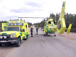 Ambulanshelikoptern tillkallas när det är mycket bråttom till sjukhus. Den här bilden togs efter en olycka mellan Svabensverk och Mållångsta,