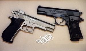 Luftpistoler (Soft air guns) med plastkulor.