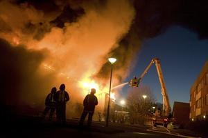STORBRAND. I april utbryter en brand i ett bostadshus på Kyrkogatan i Tierp. 30 personer evakueras från sina lägenheter.