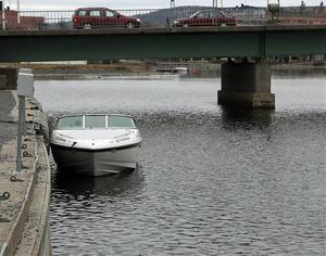 Här alldeles vid Nybron kommer skitvattnet enligt anmälaren.