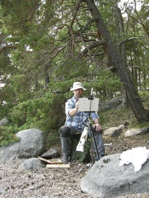 Som friluftsmålare sitter man utomhus när man målar, något som inte många heltidskonstnärer gör nuförtiden, berättar Anders Ståhl från Leksand. Bilden är tagen på Ljusterö i Stockholms skärgård.