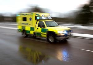 En man fördes till sjukhus med en skadad axel.
