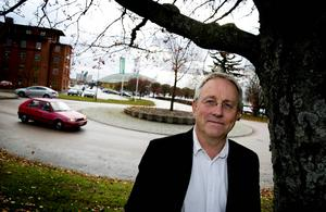 Claes Tingvall har varit drivande för att bygga fler rondeller i fyrvägskorsningar.