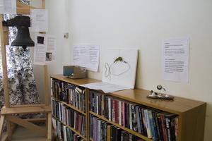 Konsten pryder väggarna i ABF-lokalen i Sandarne.