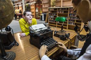 – Det här är kul att se, men jag vill inte bli journalist, säger Linus Gill, 10 år.