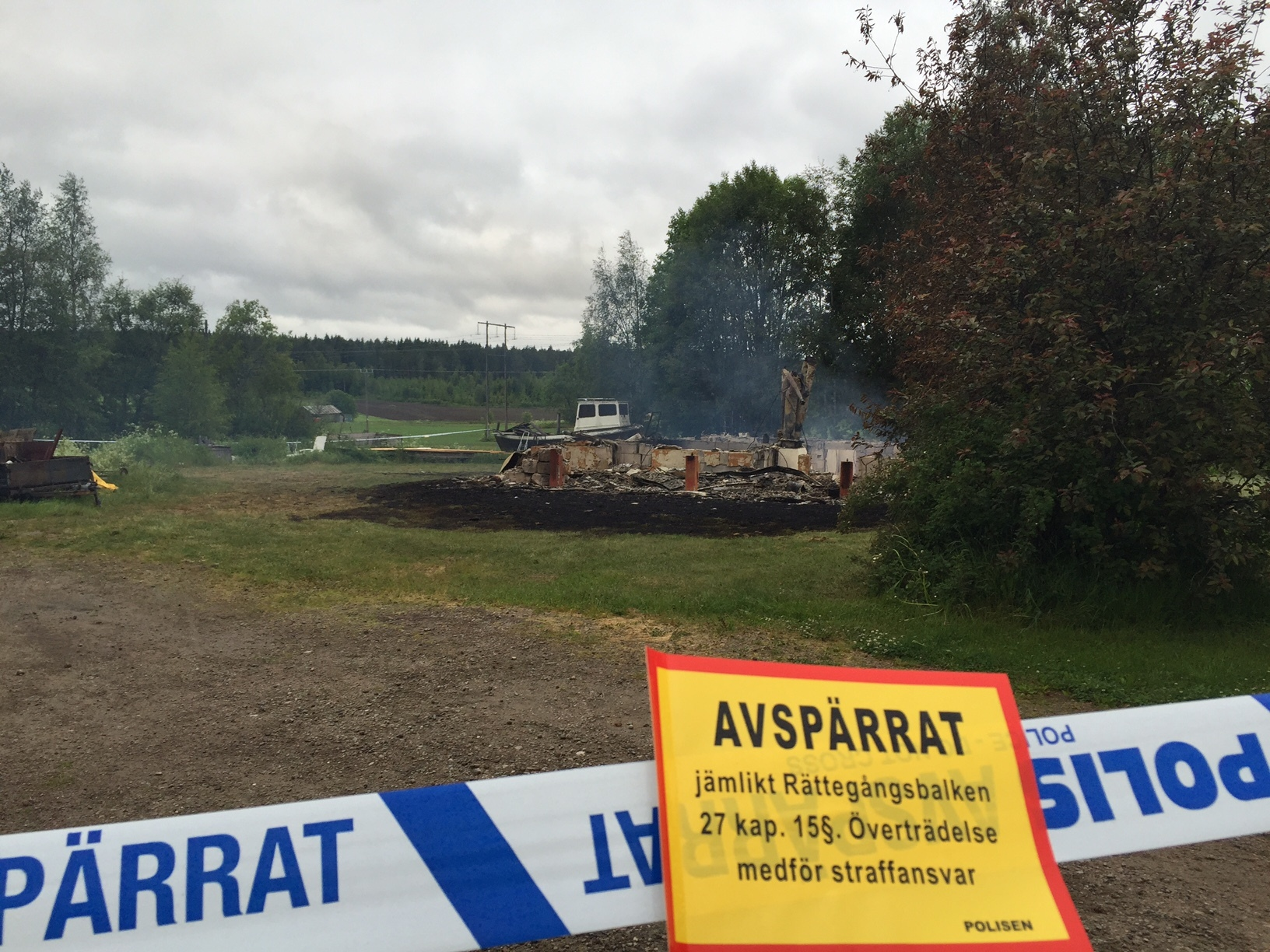 Villa totalforstord i brand en person saknas