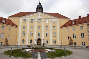 Ersätts av region. Idag leds Landstinget Västmanland från Landstingshuset i Västerås. SD kritiserar förslaget att slå samman Västmanland och fem andra län.Foto: Staffan Bjerstedt/arkiv