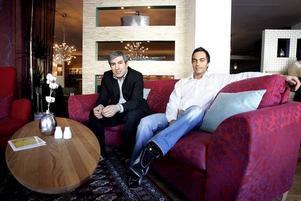 gemensamt företag. Shiyar Ali och Shawn Afshari driver i ett gemensamt företag Livingroom och Lobby. Företaget har nu betalningssvårigheter och har dragit på sig en skatteskuld. Skatteskuld har också Shawn Afsharis eget företag som driver Kharma Lounge.