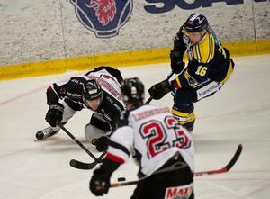 SSK-forwarden Johan Lorraine mot Hudiksvall.