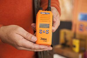 Förra året kom det svenska företaget Zodiac ut med den fantastiska nyheten Zodiac One. Tidigare har varje användare behövt två radiodelar och två antenner. Detta är en radio som erbjuder båda banden i samma radio, 31 och 155 MHz.