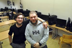 Patrik Hillerström och Mickael Jonsson är lärare på Helixgymnasiet i Borlänge. I helgen medverkar de på LAN-partyt KurBits i Säters Folkets hus. Klockan 10.00 på lördagen kommer Patrik att hålla ett föredrag om ungdomars datorvanor.