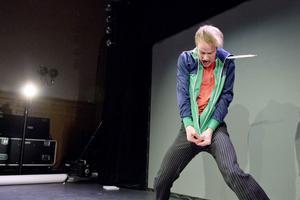 Jens Nilssons pantomimer är stommen i