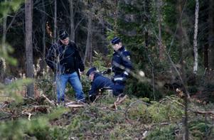 Polisen gjorde i går flera tillslag av narkotika på en ort i Strömsunds kommun. En kvinna greps och anhölls senare misstänkt för narkotikainnehav. Foto: Holger Persson