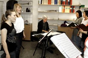 Gästsolister blir Heléne Hellström och Hannah Lindgren.