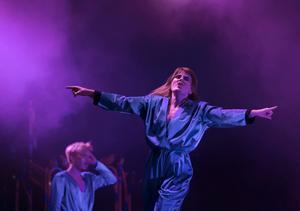 Karin Dreijer på scen med The Knife i Göteborg 2013.