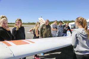 Ragnar Dillner förklarar hur klaffarna på ett flygplan fungerar.