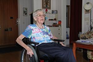 Alva Dahlin har haft sin rullstol, som är byggd för barn, i tre månader.