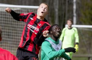 Frånös mittback Fredrik Wiking tillät inte Högakustens forwards löpa sig fria en enda gång under derbyt. Bäst på plan.