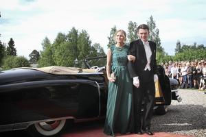 Kvällens värdpar Sara Broberg och Johan Åkesson.