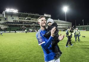 Johan Eklund tillsamans med sonen Leon, snart 2 år.