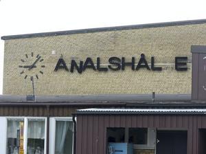 Ådalshallen fick ett helt nytt namn en dag i slutet av maj. Detta roade er läsare så mycket att det blev den femte mest lästa nyheten om Kramfors på allehanda.se.