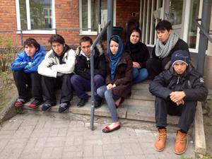 De hungerstrejkande ungdomarna innan mötet.